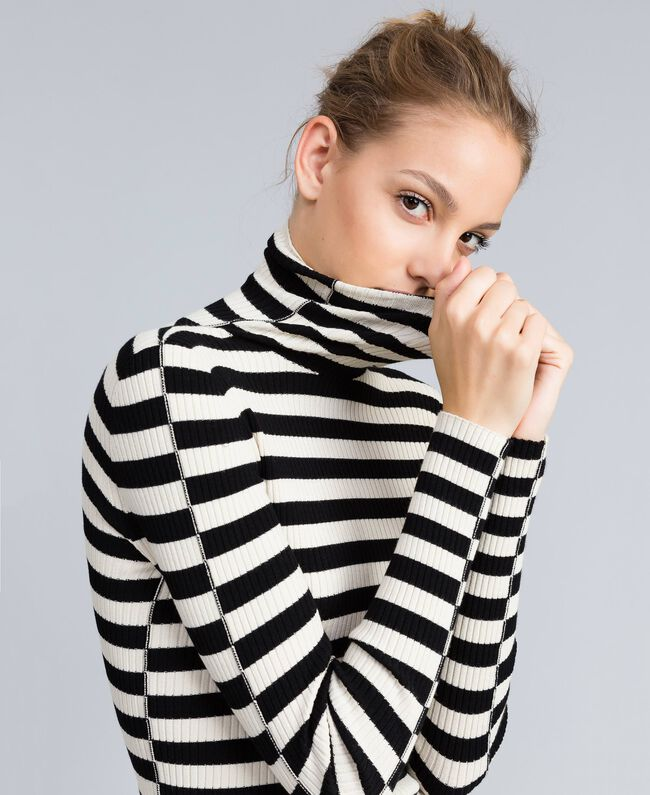 Pull col montant in viscose rayée Rayure Blanc Neige/ Noir Femme PA832E-04