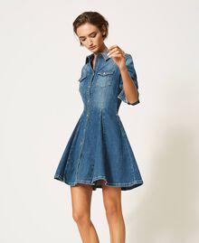 "Hemdblusenkleid aus Jeans mit Nieten Mittleres ""Denimblau"" Frau 202MP2473-03"
