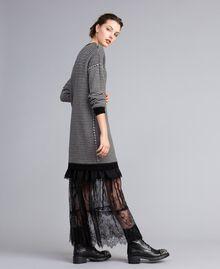 Robe à rayures bicolores avec dentelle Bicolore Rayure Noir / Blanc Neige Femme PA8342-02