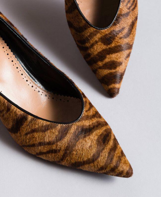 Animal print court shoes Tiger Print Woman CA8TEA-04