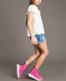 Plumetis shirt with butterflies Optical White / Neon Fuchsia Embroidery Child 191GJ2371-02
