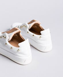 Sneakers aus Leder mit Nieten Weiß Schnee Frau CA8TFA-03