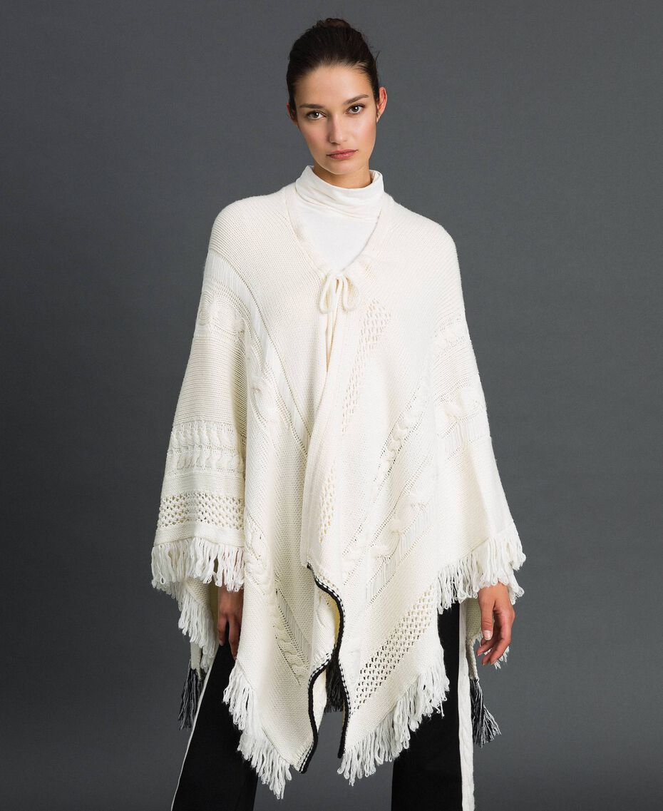 Openwork poncho with fringes and tassels Vanilla / Black Woman 192MP3040-02