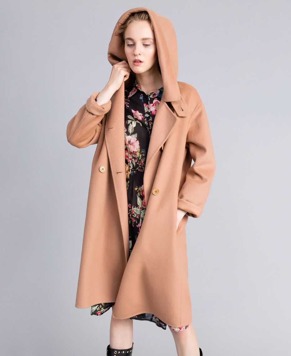 Zweireihiger Mantel aus doppellagigem Tuch Camel Frau PA8263-05
