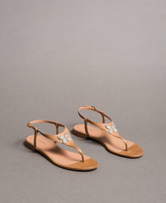 Leder-Sandalen mit Schmuck-Schmetterling