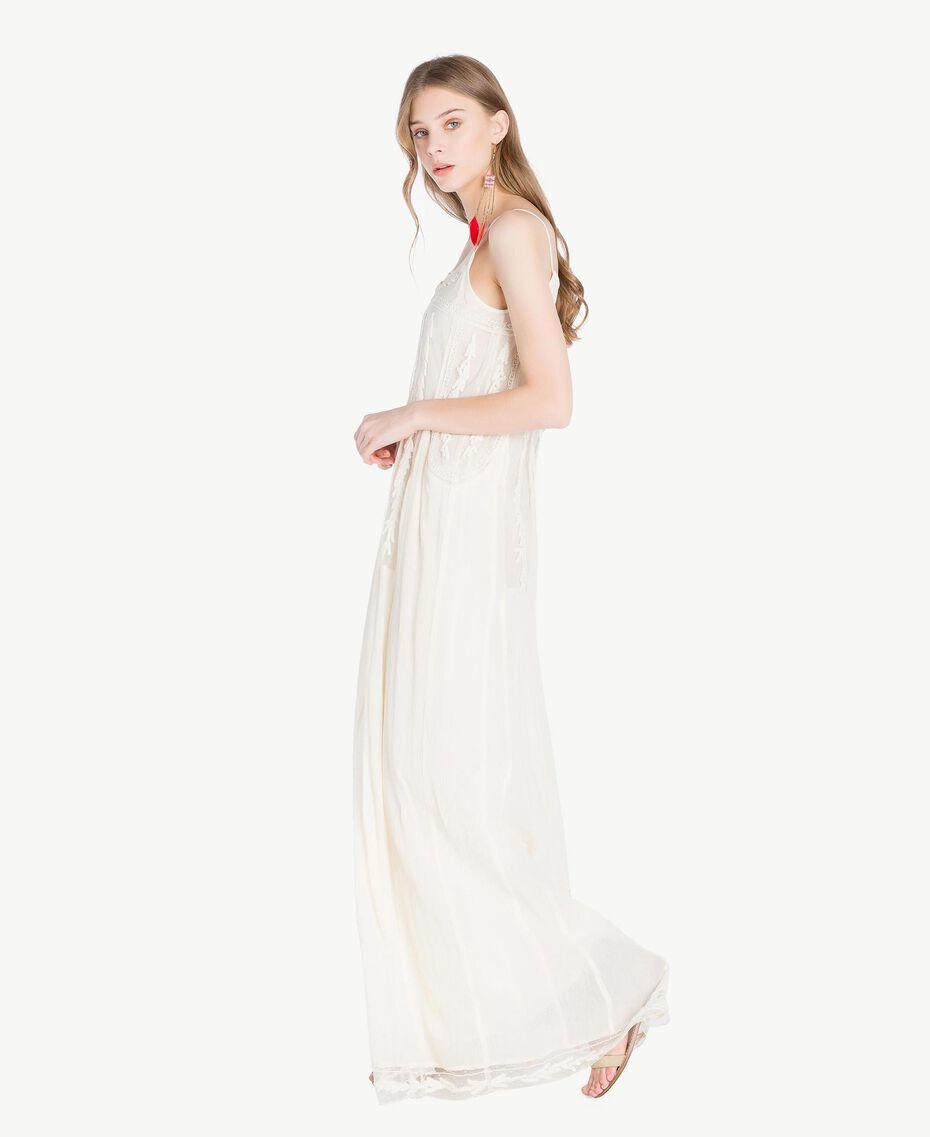 Langes Kleid mit Stickereien Elfenbein Frau TS82BD-02