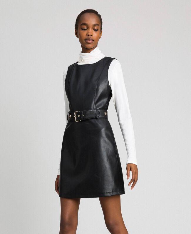 Kurzes Kleid aus Lederimitat mit Gürtel Schwarz Frau 192MP2021-01