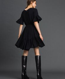 Kleid aus Crêpe de Chine mit Gürtel Schwarz Frau 192MP2163-03