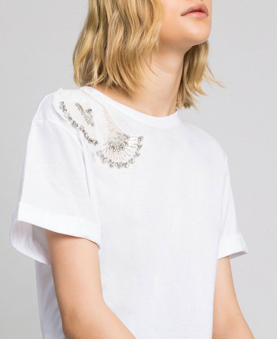 T-Shirt mit floraler Stickerei aus Strass und Pailletten Weiß Frau 192TP2715-02