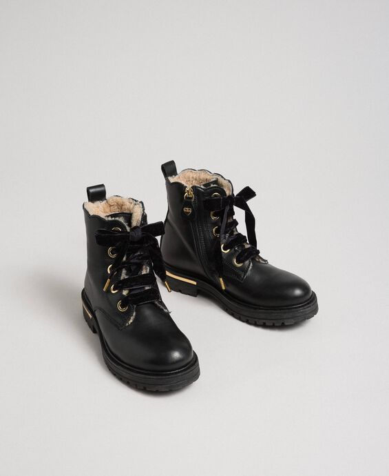 Leather ankle boots with shearling lining