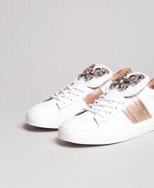 Leder-Sneakers mit Schmetterlings-Aufnäher Weiß Frau 191TCP10J-01