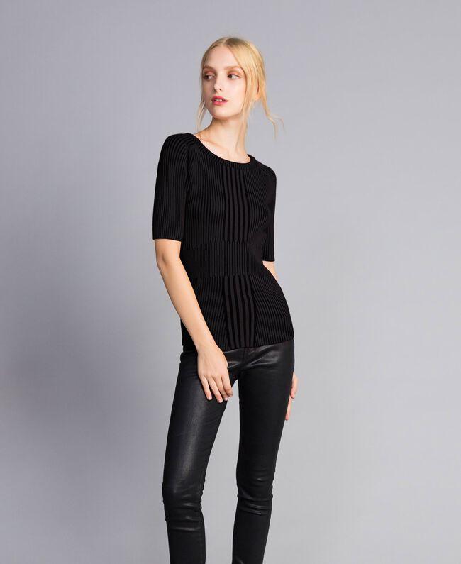 Pullover aus zweifarbiger Viskose Schwarz Frau QA8TBA-04