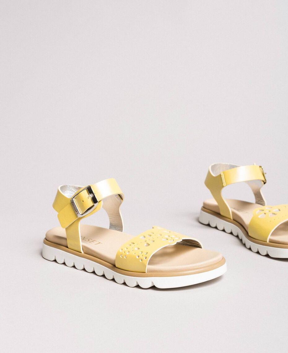 """Leder-Sandalen mit Stickerei """"Bamboo"""" Gelb Kind 191GCJ170-01"""