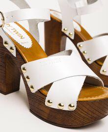 Clog-Sandalette aus Leder Weiß Frau 201MCT018-03