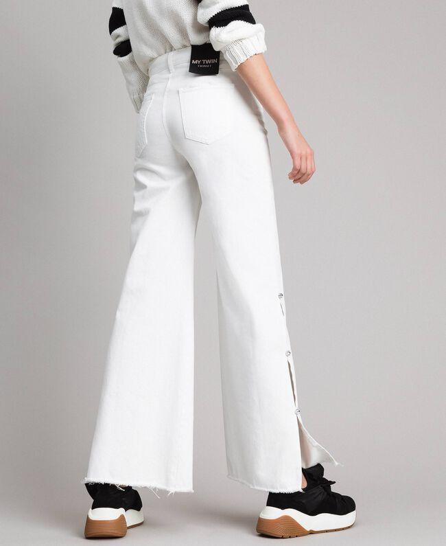 Wide-Leg-Jeans mit Schlitzen White Sahne Frau 191MP2500-03