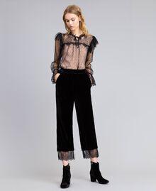 Cropped-Hose aus Samt Schwarz Frau TA826S-01