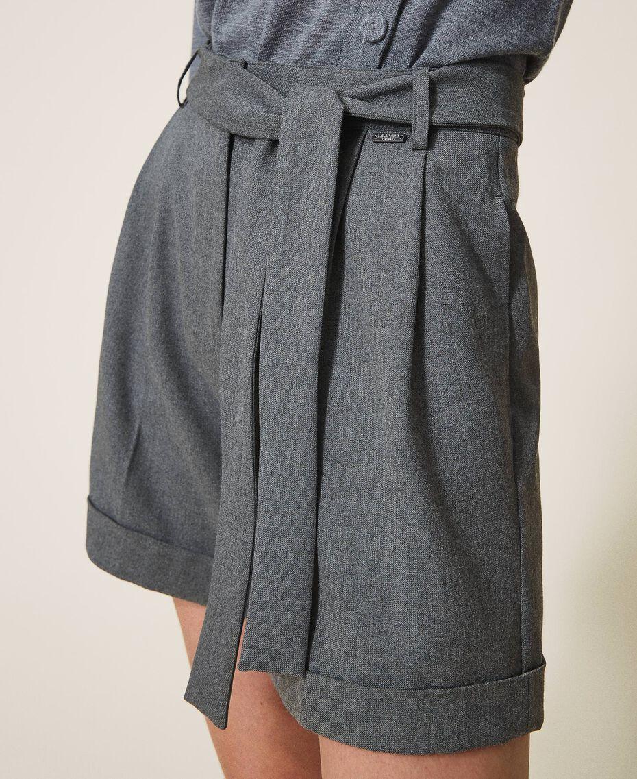 Shorts mit Gürtel und Aufschlag Durchschnittgrau-Mélange Frau 202ST2202-02