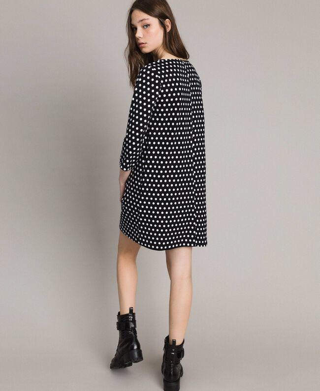 Kleid mit Tupfenmuster und Schleifenbrosche Zweifarbig Schwarz / Weiß Frau 191MP2361-03