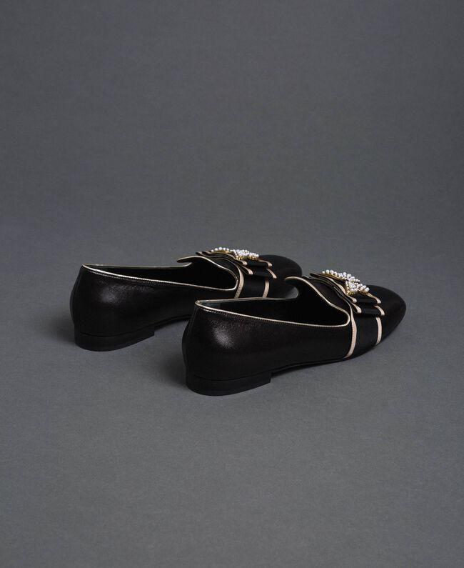 Loafer aus Leder mit besticktem Band Schwarz Frau 192TCP12G-05
