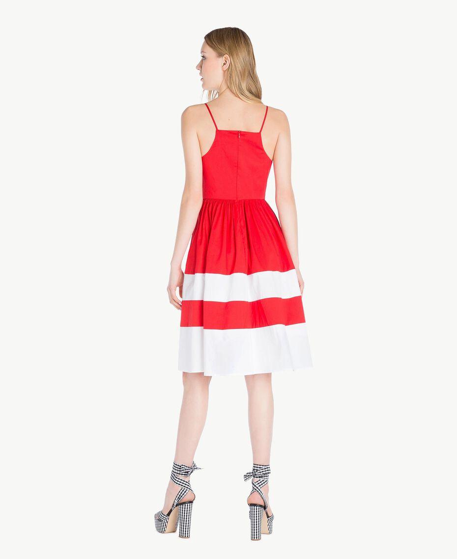 Kleid aus Popeline Zweifarbig Feuerrot / Optisches Weiß Frau YS82FA-03
