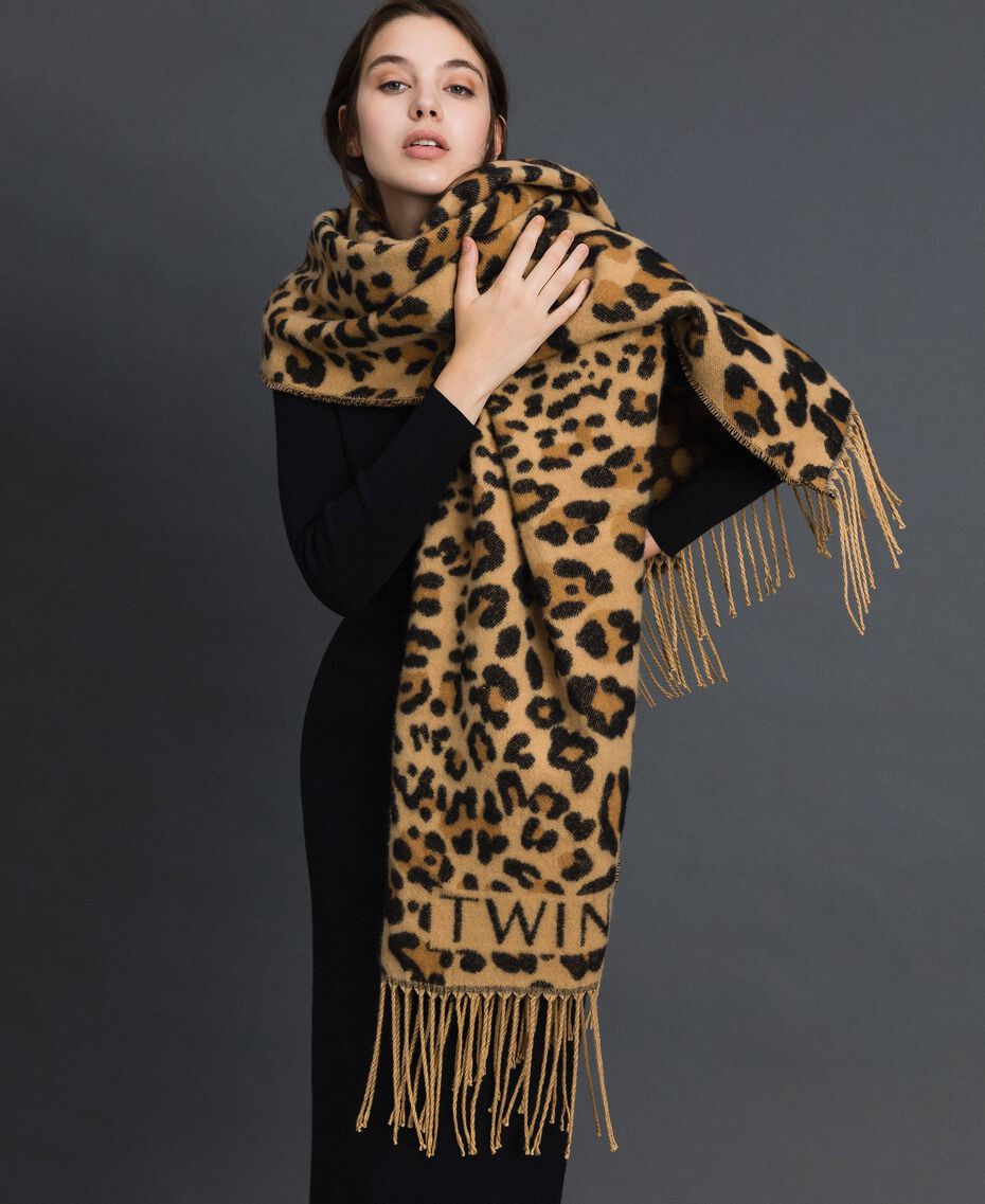 Jacquard scarf with fringes and logo Maxi Animal Print Woman 192TO5381-0S