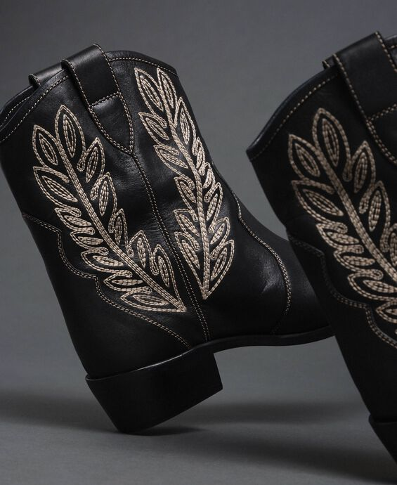 Texas ankle boots with embroidery
