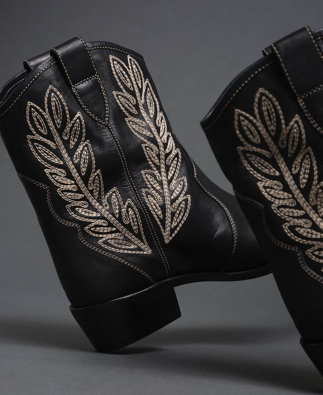 Texas ankle boots with embroidery Black Woman 192TCT06C-01