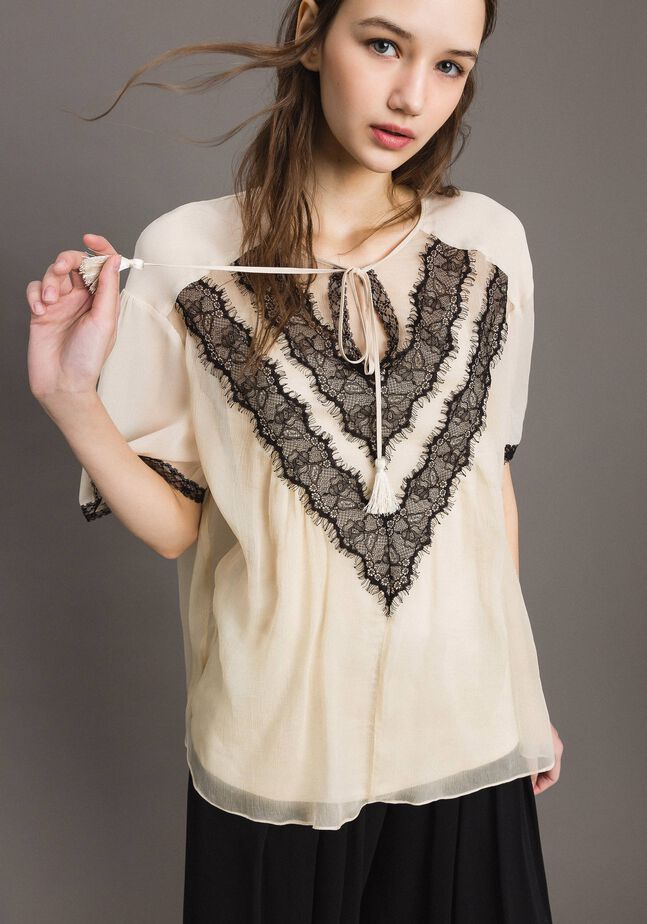 Crepon blouse with lace