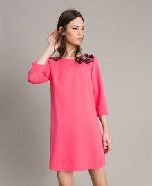 Kleid mit Schleifenbrosche Rosa Kamelie Frau 191MP2154-02