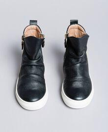 Baskets modèle bottines en cuir Noir Enfant HA88B1-01