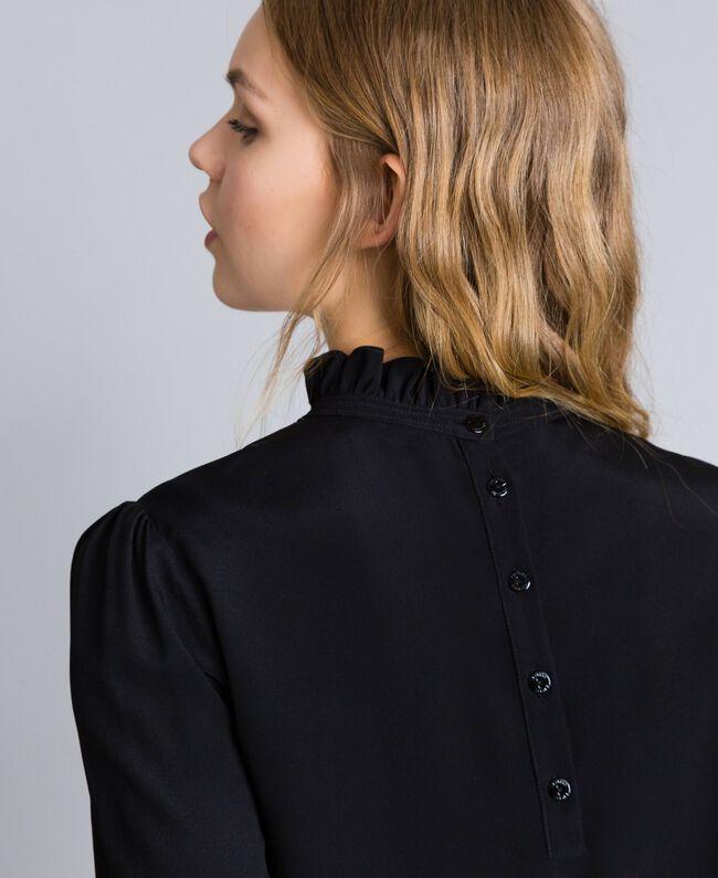 Bluse aus Seidenmischung mit Rüschen Schwarz Frau TA823D-04
