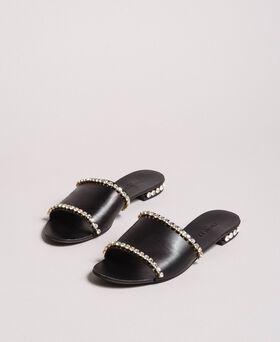 Leder-Sandalen mit Strasssteinen