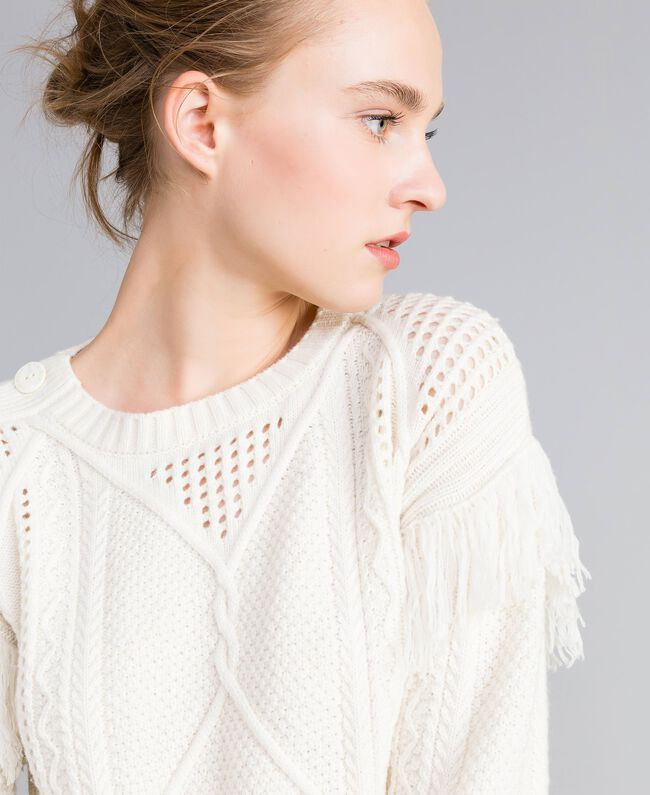 Pullover aus Wollmischung mit Fransen Weiß Schnee Frau PA83BA-01