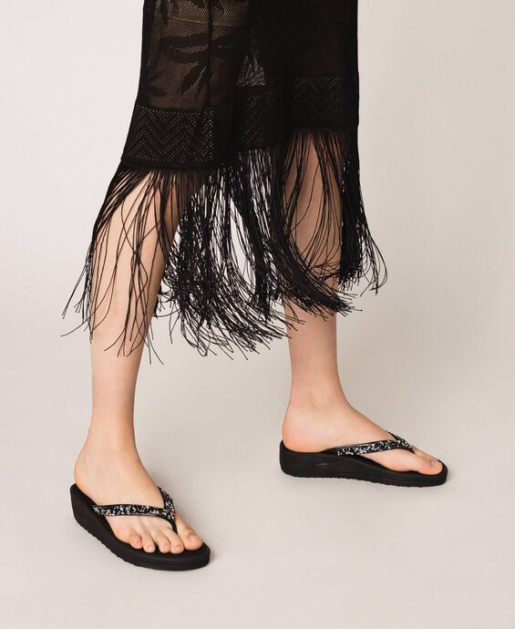 Thong sandals with sequins
