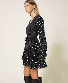 "Polka dot crêpe de Chine dress Black / ""Snow"" White Polka Dot Patch Woman 202TT2311-02"