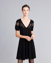 Robe en laine mélangée avec incrustations en dentelle Noir Femme PA83AA-01