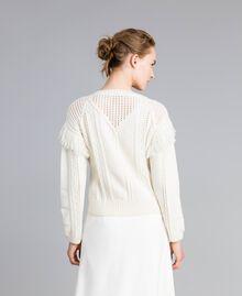 Pullover aus Wollmischung mit Fransen Weiß Schnee Frau PA83BA-04