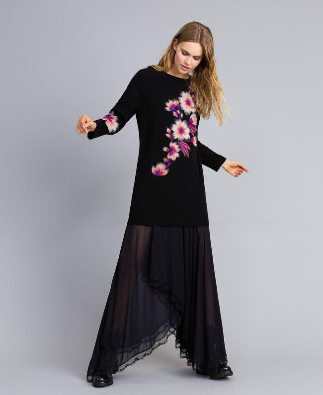 Kleid aus Wollmischung mit Stickerei 3D-Stickerei Schwarz Frau TA83JA-01