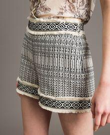 "Ethnic-motif jacquard shorts ""Marzipan"" Beige / Black Jacquard Woman 191TT2432-01"