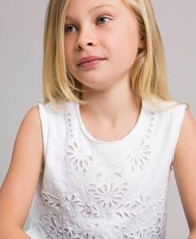Jerseystoff-Top mit Lochstickerei-Verzierung Weiß Kind 191GJ2690-04