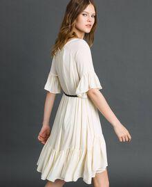 Kleid aus Crêpe de Chine mit Gürtel Weiß Vanille Frau 192MP2163-03