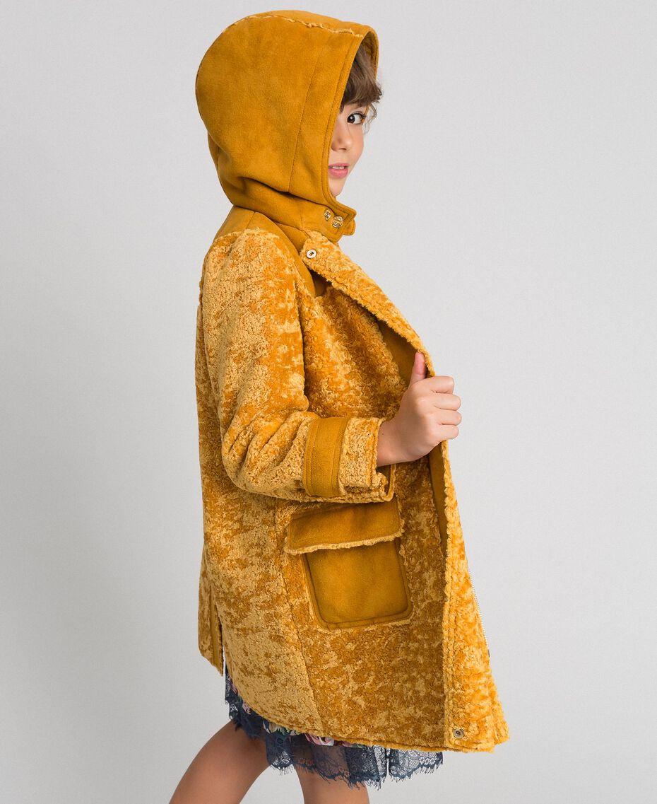 Пальто из искусственной овчины с капюшоном Охра Pебенок 192GJ2180-01
