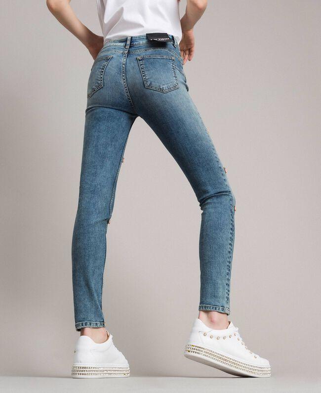 Skinny Jeans mit Lünetten und Strasssteinen Denimblau Frau 191MP2481-03