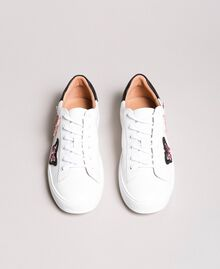Leder-Sneakers mit Schmetterlings-Aufnäher Weiß Frau 191TCP10E-05