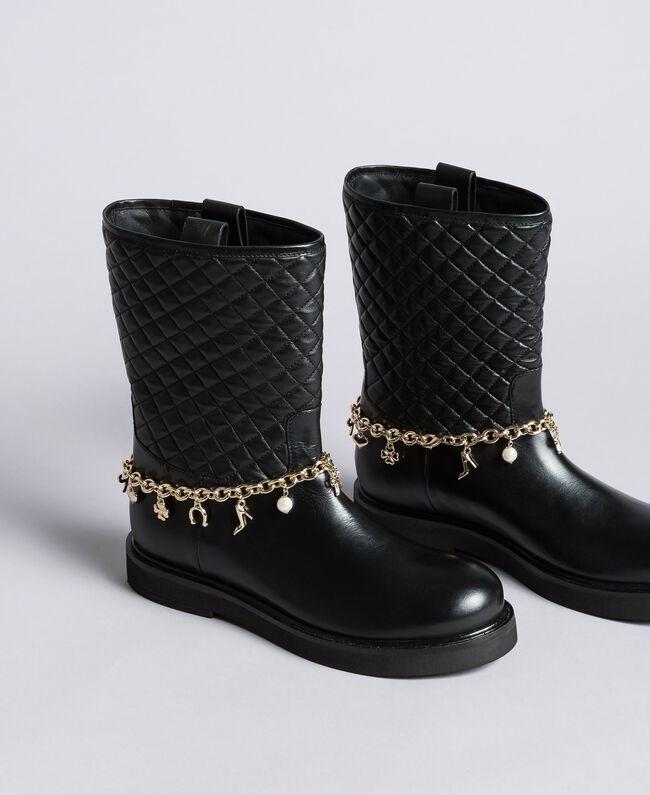 Stiefel aus Leder mit Charmkettchen Schwarz Frau CA8PLW-01