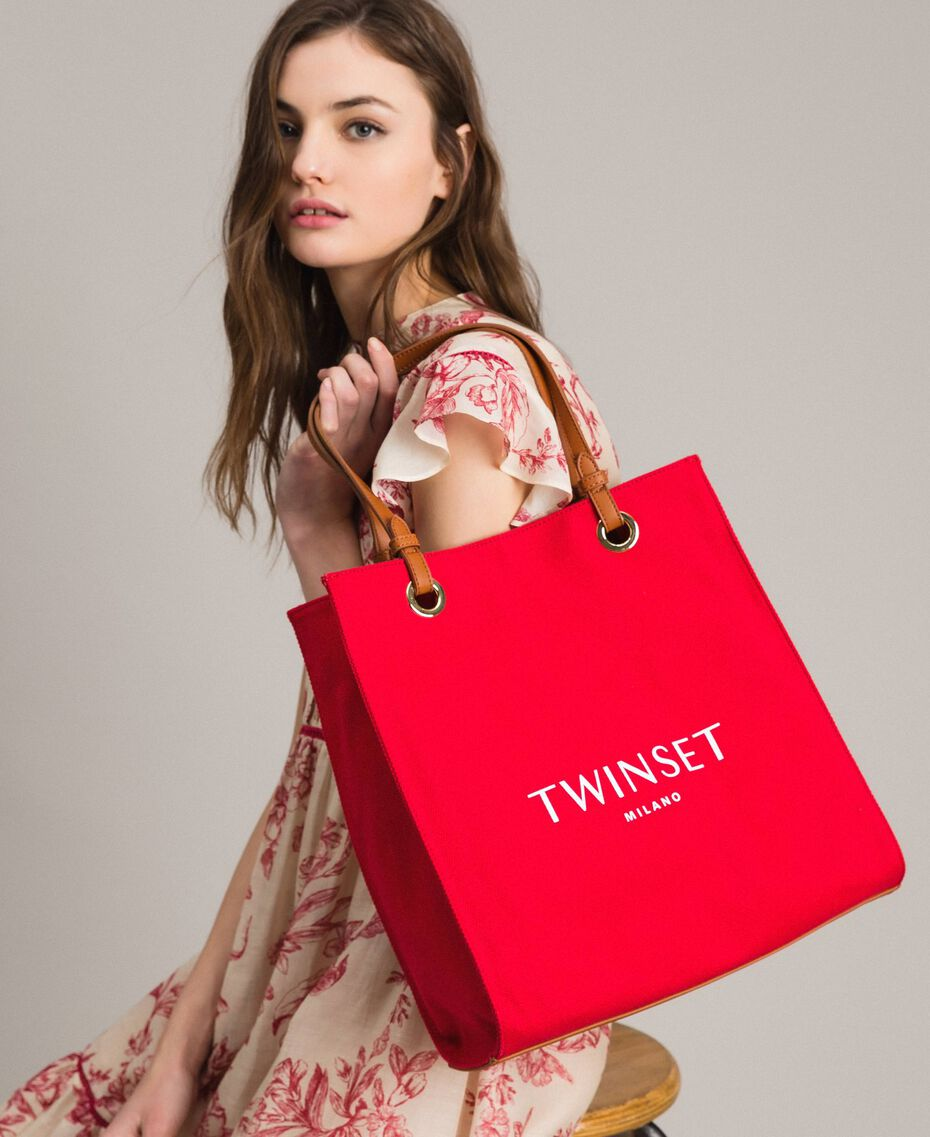 """Medium canvas shopping bag with logo """"Lipstick Red"""" Woman 191TO8200-0S"""