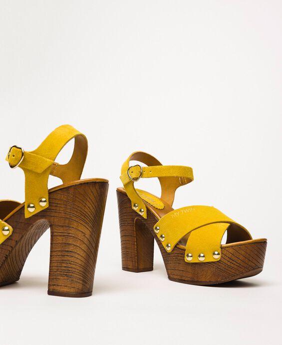 Sandales sabots en cuir velours