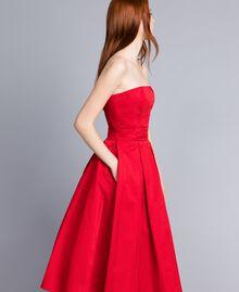 Bustierkleid mit Fältchen Rot Mohn Frau QA8TGB-03