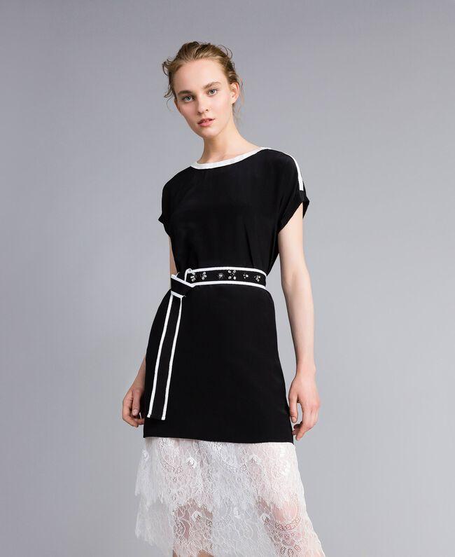 Kleid aus Seide mit Rüschen Zweifarbig Schwarz / Schneeweiß Frau PA82EU-01