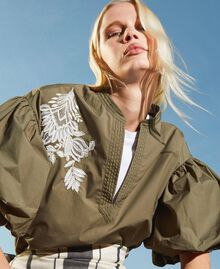 Bluse aus Popeline mit Stickerei Alpengrün Frau 211TT2472-01